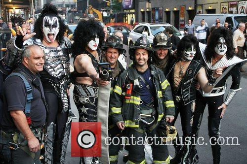 Gene Simmons, Paul Stanley, Eric Singer, Tommy Thayer, Kiss and Ed Sullivan Theatre 11