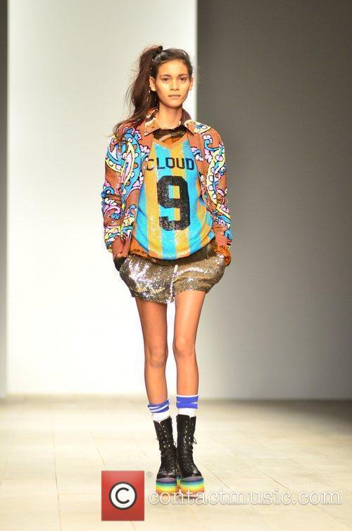 Model London Fashion Week Autumn/Winter 2012 Ashish -...