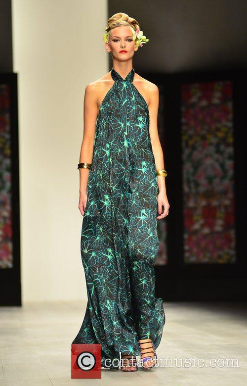 Model London Fashion Week Spring/Summer 2013 - Issa...