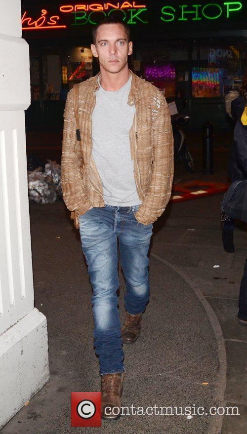 jonathan rhys meyers london fashion week autumnwinter 3740497