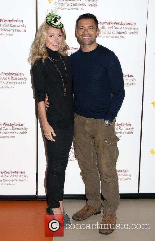 Kelly Ripa and Mark Consuelos 8