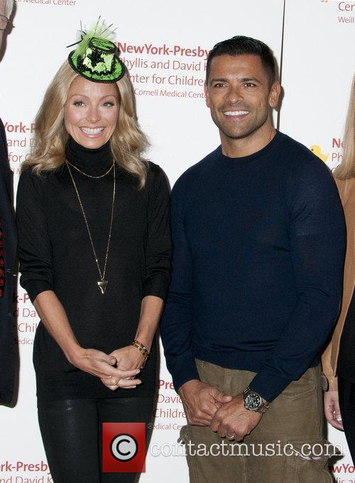 Kelly Ripa and Mark Consuelos 9
