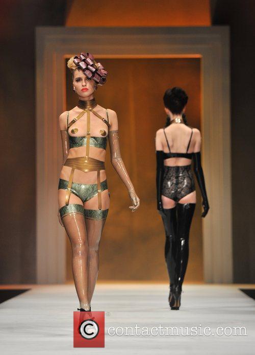 atsuko kudo catwalk show lingerie london 5940817
