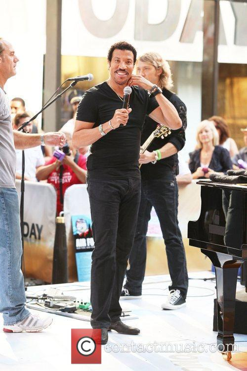 Lionel Richie and Rockefeller Plaza 4