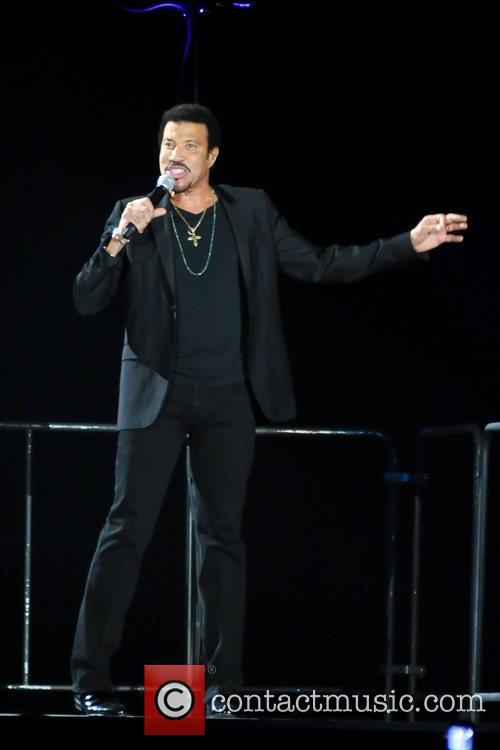 lionel richie performs during his tuskegee tour 5942333