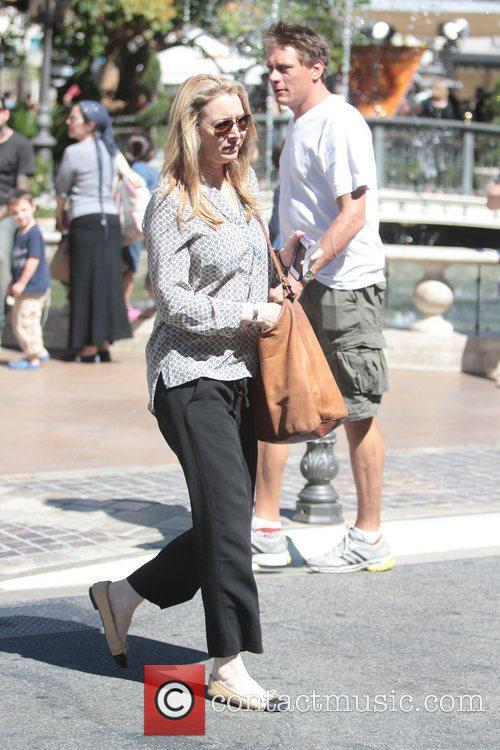 Lisa Kudrow out shopping and going to see...