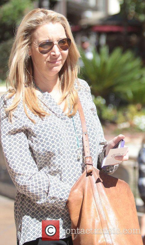lisa kudrow out shopping and going to 4048571