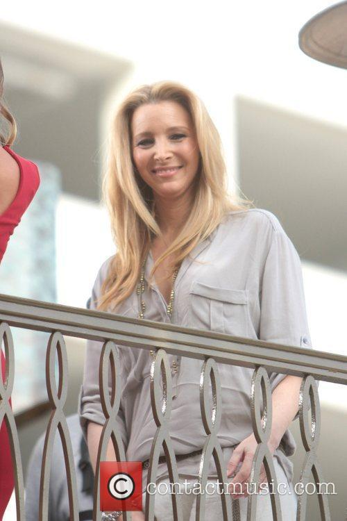 Lisa Kudrow makes an appearance on 'Extra' at...