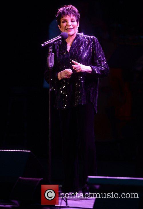 Liza Minnelli and Hampton Court Palace 15