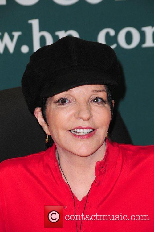 Liza Minnelli Liza Minnelli Signs Copies Of Her New Cd 39 Live At The Winter Garden 39 At Barnes