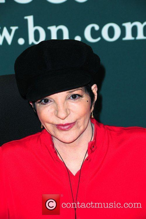 Liza Minnelli signs copies of her new cd...