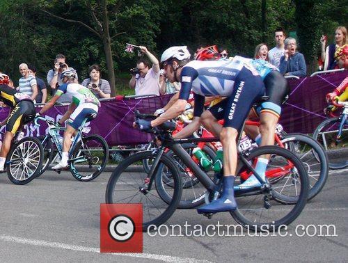 Team GB Bradley Wiggins manages to pass through...