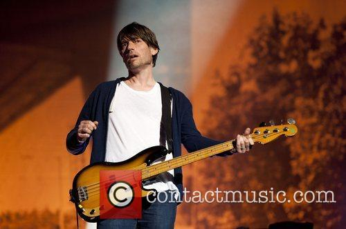 alex james of blur performs on stage 4029680