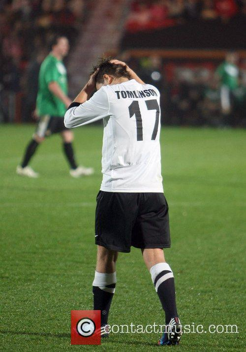 Louis Tomlinson 8