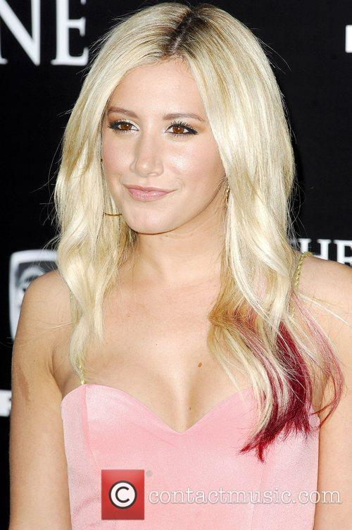 Ashley Tisdale and Grauman's Chinese Theatre 4