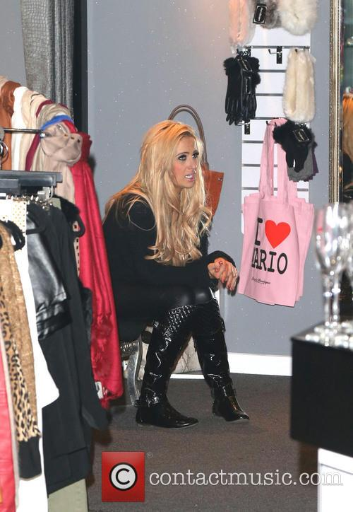 Featuring: Chantelle Houghton