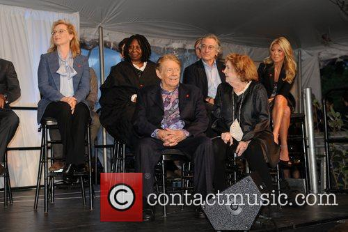 Meryl Streep, Anne Meara, Jerry Stiller, Kelly Ripa, Robert De Niro and Whoopi Goldberg 2