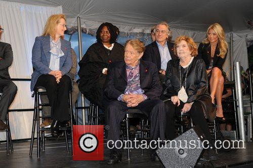 Meryl Streep, Anne Meara, Jerry Stiller, Kelly Ripa, Robert De Niro and Whoopi Goldberg 3