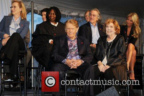 Meryl Streep, Anne Meara, Jerry Stiller, Kelly Ripa, Robert De Niro and Whoopi Goldberg 1