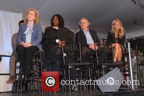 Meryl Streep, Kelly Ripa, Robert De Niro and Whoopi Goldberg 6