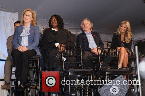 Meryl Streep, Kelly Ripa, Robert De Niro and Whoopi Goldberg 7