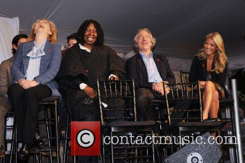 Meryl Streep, Kelly Ripa, Robert De Niro and Whoopi Goldberg 8