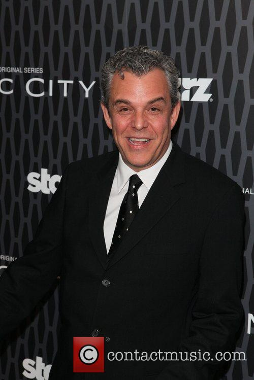 Danny Huston 8