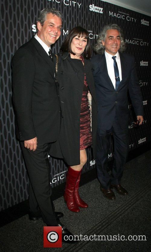 Danny Huston, Anjelica Huston and Mitch Glazer 2