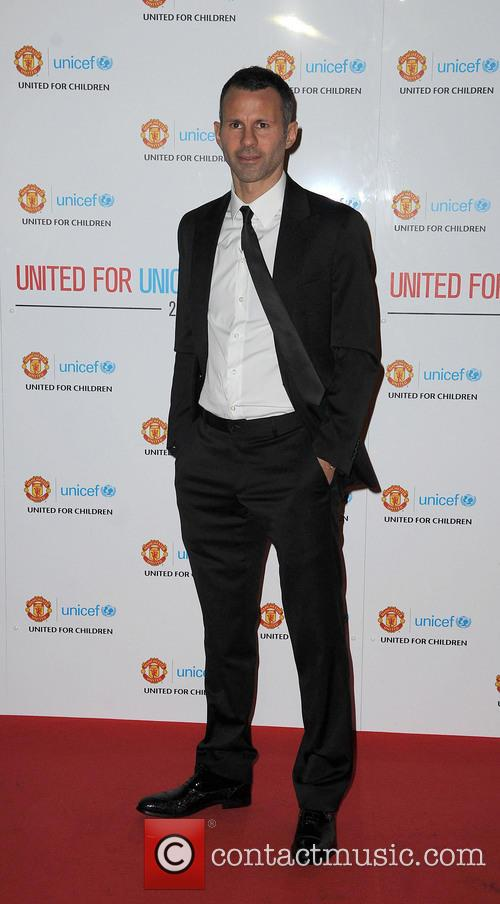 ryan giggs manchester united player of the 20034365