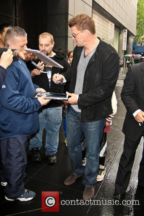 david boreanaz signs autographs for fans as 5842329
