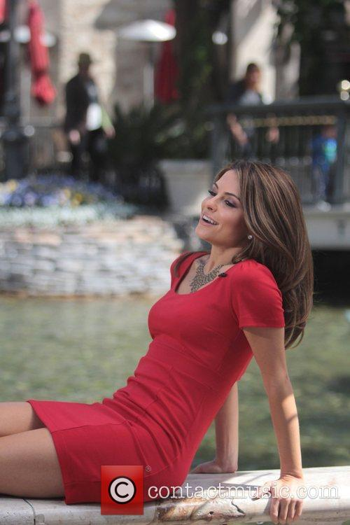 maria menounos on the set of extra 3814808