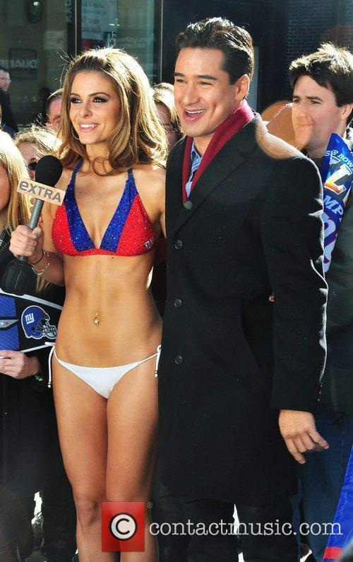Wears a New York Giants bikini to film...