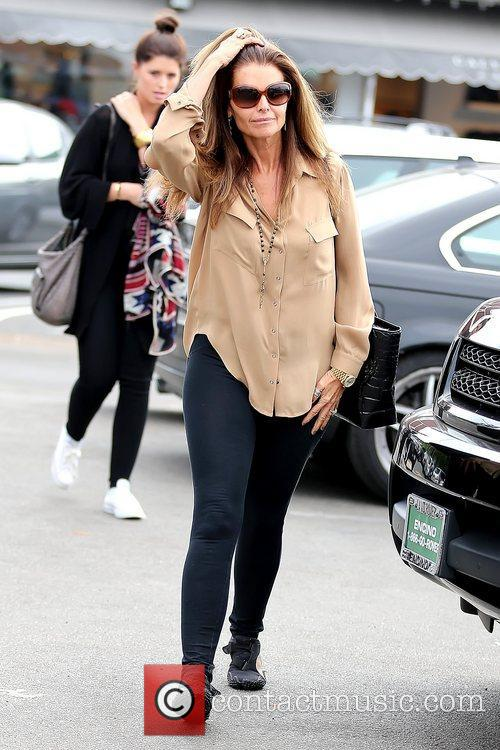 maria shriver leaving brentwood country mart after 5928174
