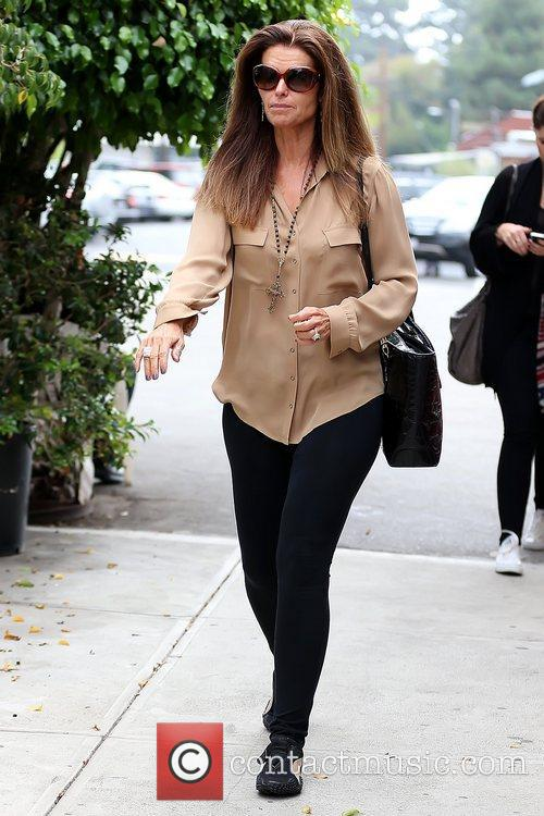 maria shriver leaving brentwood country mart after 5928189