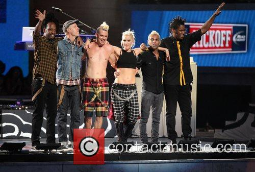 No Doubt performing during the 2012 NFL Kick-Off...