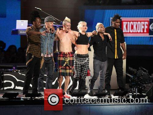 no doubt performing during the 2012 nfl 4060486