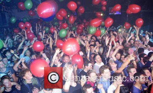 Fans with balloons at Marina and The Diamonds...