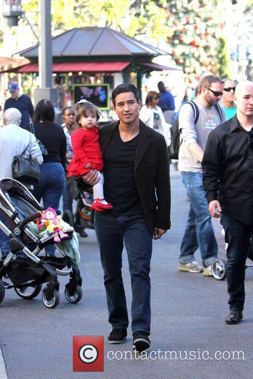Strolls around The Grove with his daughter Gia