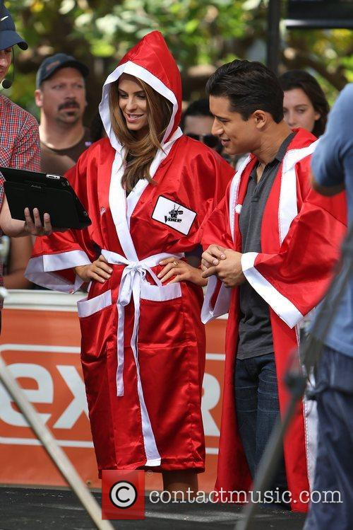 Extra, Maria Menounos and Mario Lopez 14