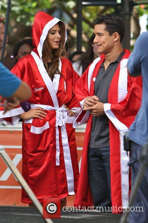 Extra, Maria Menounos and Mario Lopez 13