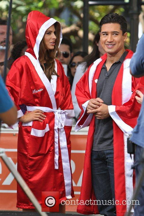 Extra, Maria Menounos and Mario Lopez 9