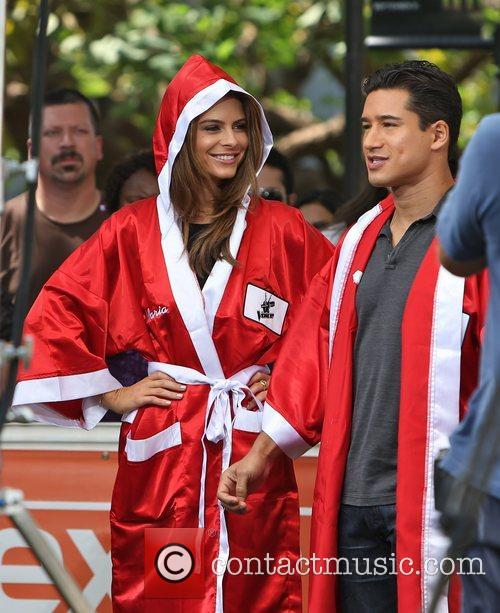 Extra, Maria Menounos and Mario Lopez 4