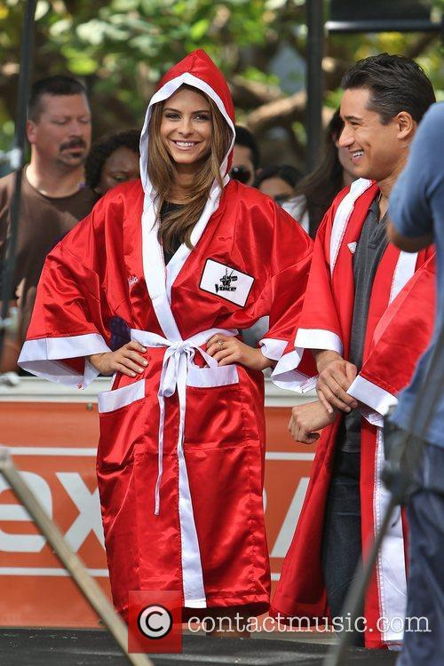 Extra, Maria Menounos and Mario Lopez 3