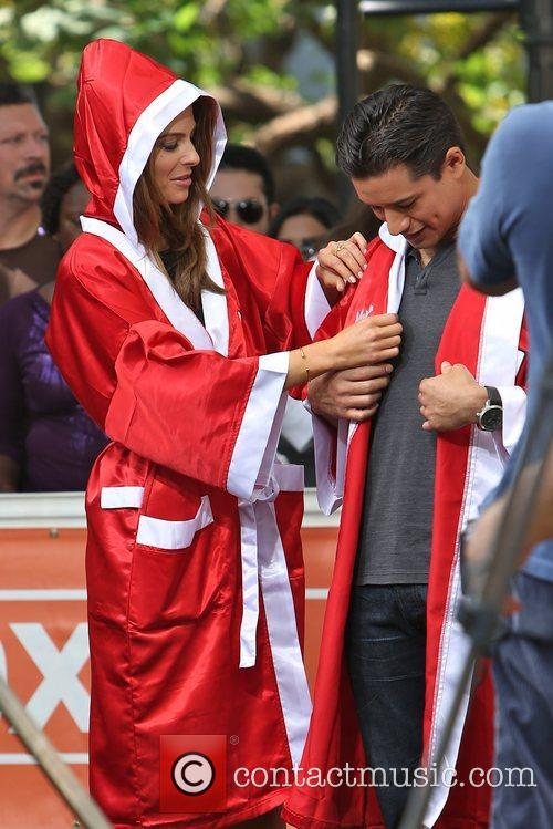 Extra, Maria Menounos and Mario Lopez 5