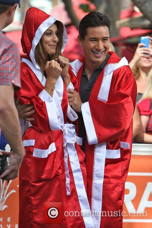 Extra, Maria Menounos and Mario Lopez 11