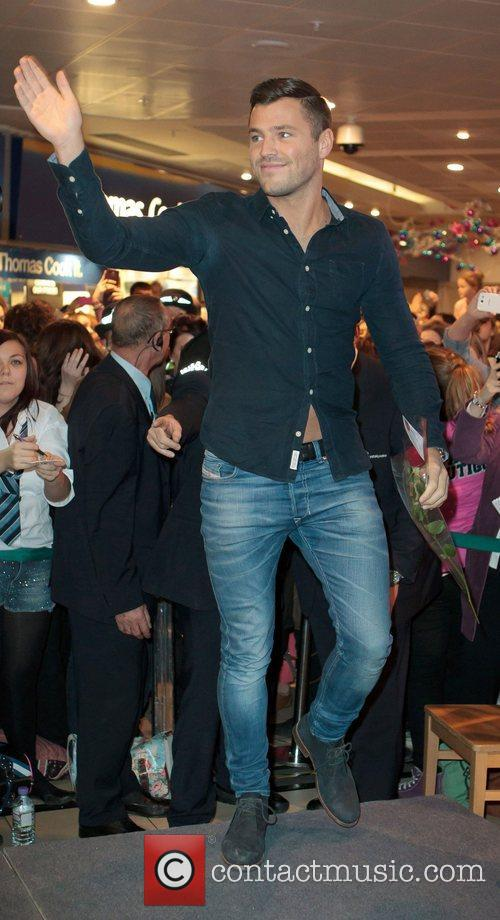 mark wright switches on the christmas lights 4176665