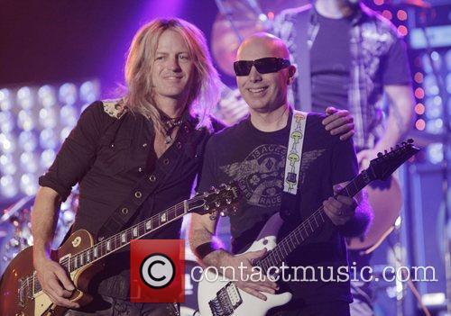 Doug Aldrich and Joe Satriani 7