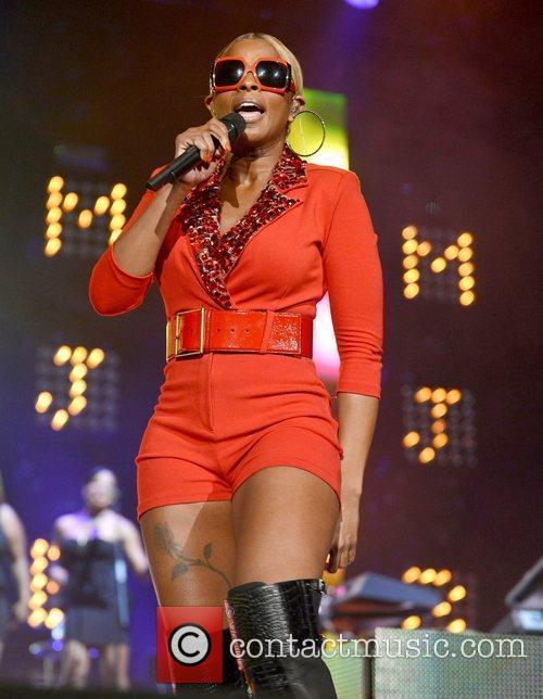 mary j blige performs live at the 4053103