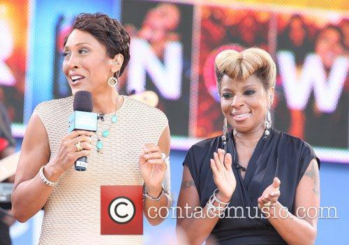 Robin Roberts and Mary J Blige 2