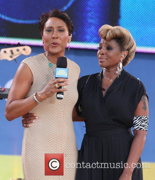 Robin Roberts and Mary J Blige 3